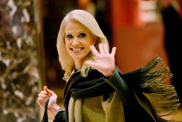 Bà Conway sinh năm 1967, là phụ nữ đầu tiên quản lý chiến dịch tranh cử của đảng Cộng hòa.