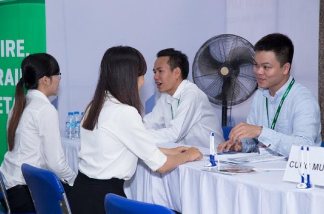 Các sinh viên ITEC được phỏng vấn tại ngày hội việc làm ITEC CAREER DAY.