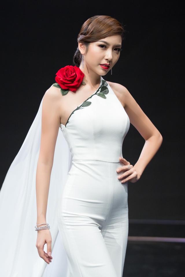 Thúy Vân chung thủy với phong cách thanh lịch và tinh tế từ khi đăng quang á hậu quốc tế