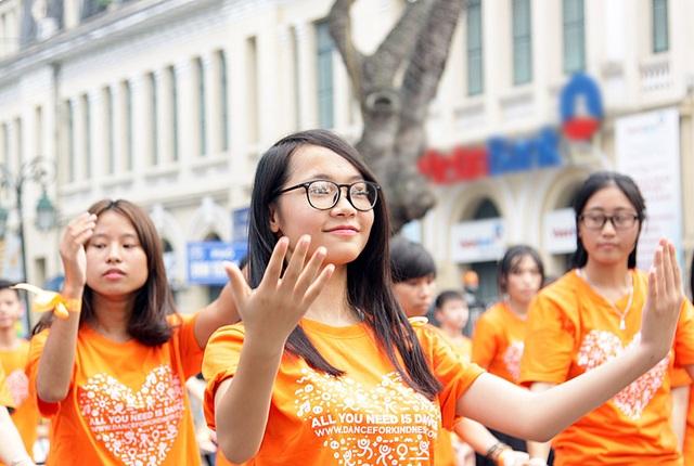 Các bạn trẻ Hà Nội hào hứng trong hoạt động nhảy tập thể