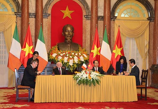 Lễ ký kết giữa ĐHQGHN và ĐH Cork (Ireland) tại Phủ Chủ tịch