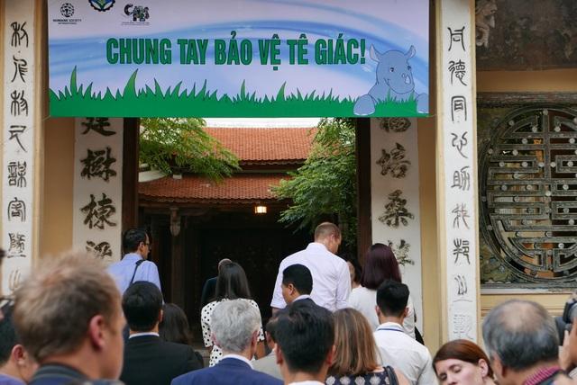 Trường tiểu học Hồng Hà là một trong nhiều trường học tham gia chiến dịch toàn quốc giáo dục nâng cao nhận thức về việc giảm thiểu nhu cầu sử dụng sừng tê giác