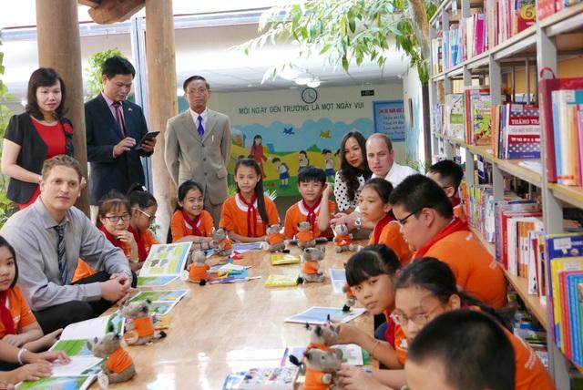 Trường Hồng Hà là một trong nhiều trường học tham gia chiến dịch toàn quốc giáo dục nâng cao nhận thức về việc giảm nhu cầu sử dụng sừng tê giác.