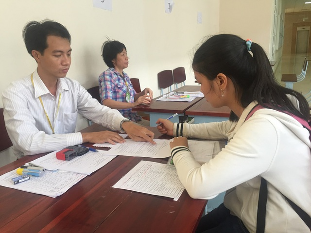 Thí sinh đăng ký xét tuyển tại trường ĐH Y dược TPHCM. (Ảnh: Lê Phương)