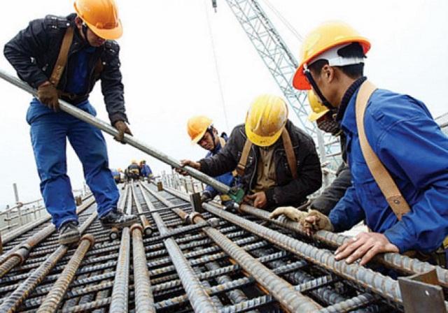 Nhu cầu tăng giờ làm thêm xuất phát từ cả doanh nghiệp và người lao động.