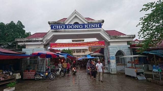 Mọi hoạt động ở chợ Đông Kinh diễn ra bình thường.