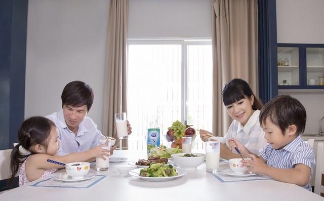 Với ưu điểm dễ hấp thu, sữa là thực phẩm có thể dùng vào nhiều thời điểm trong ngày