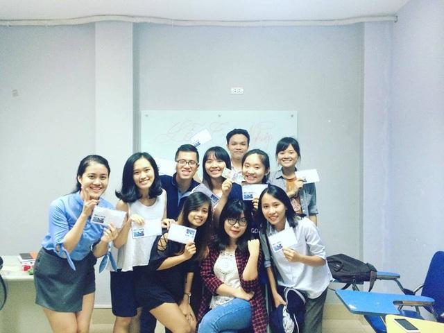 Khánh Linh và lớp học hùng biện miễn phí khóa 1.
