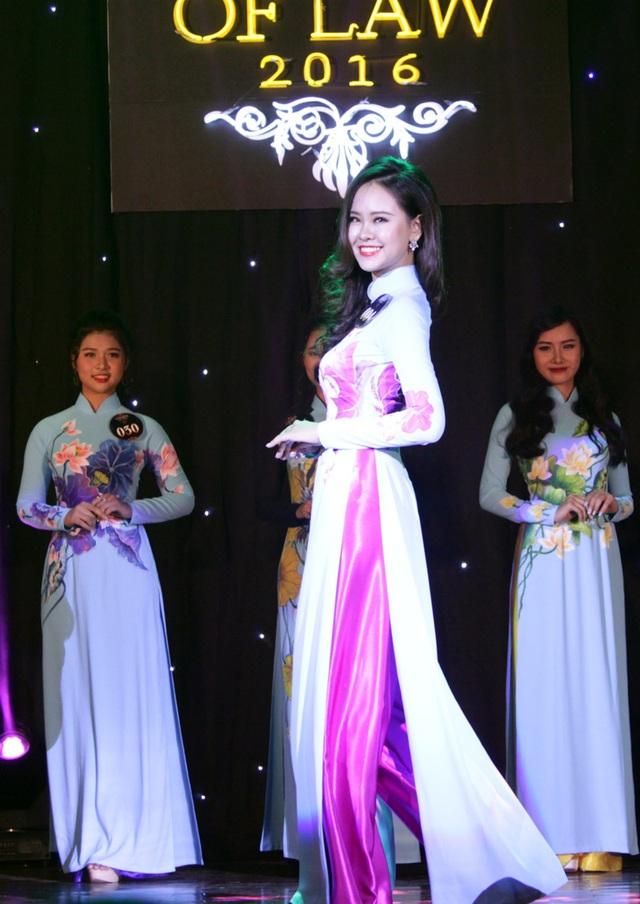 Thí sinh mặc trang phục áo dài đẹp nhất Trần Ly Ly