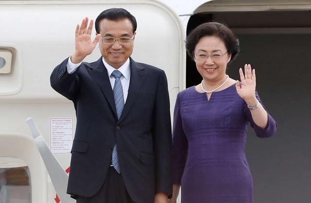 Thủ tướng Trung Quốc Lý Khắc Cường và phu nhân Trịnh Hồng trong chuyến thăm Canada. (Ảnh: Reuters)