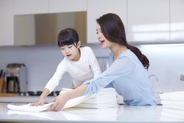 Mẹ ơi, hãy để bé tham gia cùng giúp đỡ việc nhà nhé!