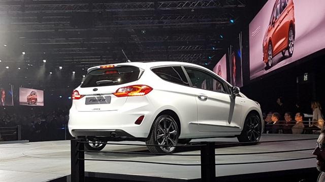 Ford Fiesta 2017 có gì mới? - 17