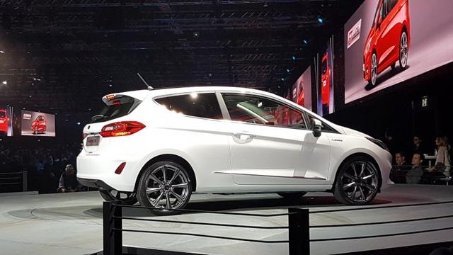 Ford Fiesta 2017 có gì mới? - 16