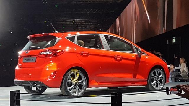 Ford Fiesta 2017 có gì mới? - 12