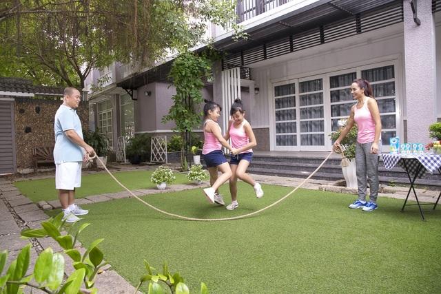 Làm bạn cùng con trong các trò chơi vận động để tăng cường sức khỏe và gắn bó với các con hơn
