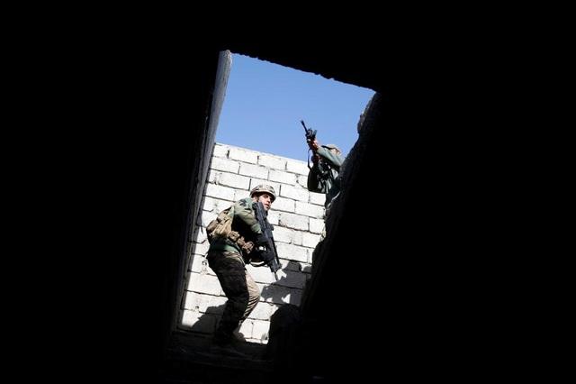 Cảnh chiến sự khốc liệt tại sào huyệt của phiến quân IS ở Iraq - 18