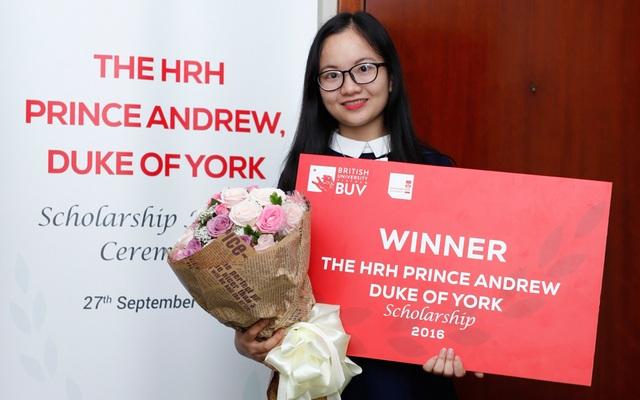 4 nữ sinh trường điểm nhận Học bổng ĐH Anh Quốc 700 triệu đồng - 4
