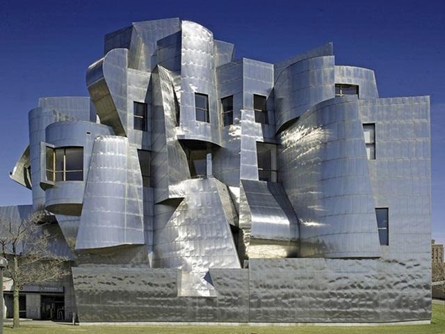 Bảo tàng Nghệ thuật Weisman, Minneapolis, Mỹ trông giống như một pháo đài bằng thép.