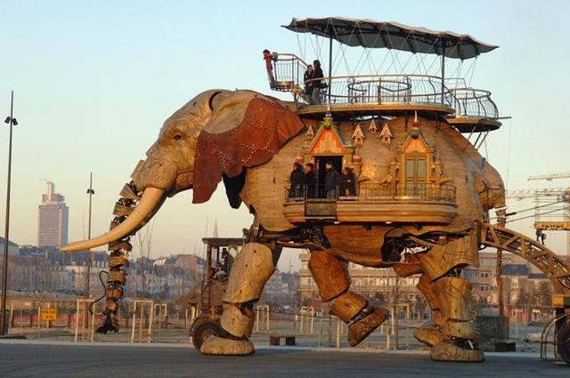 The Great Elephant là tòa nhà di động hình con voi độc đáo ở thành phố Nantes (Pháp). Với cấu trúc như robot, tòa nhà có thể chứa đến 50 người.