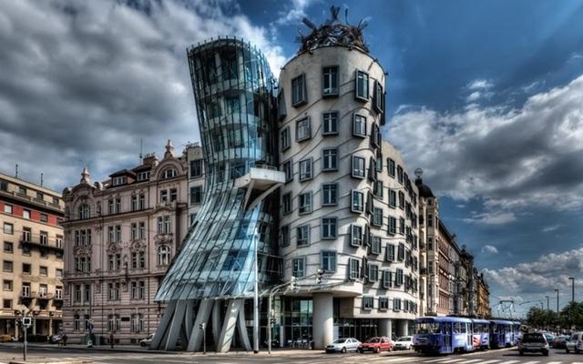 Tòa nhà khiêu vũ là biệt danh được đưa ra để chỉ tòa nhà Nationale-Nederlanden trong trung tâm thành phố Praha, Cộng hòa Séc.