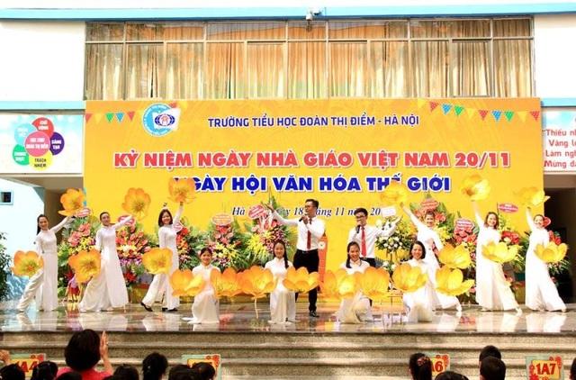 Tại trường Tiểu học Đoàn Thị Điểm, lễ kỷ niệm 34 năm ngày Nhà giáo Việt Nam 20-11 đã diễn ra với chủ đề Ngày hội văn hóa thế giới. (ảnh: fanpage Trường Tiểu học Đoàn Thị Điểm- Hà Nội)