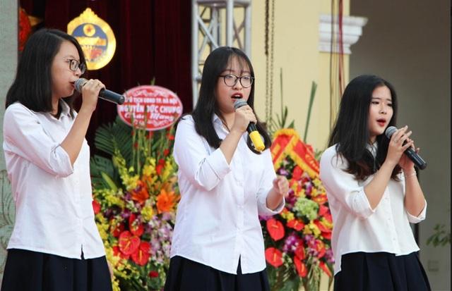 Cất cao lời ca, tiếng hát dành tặng các thầy cô, những người đã dạy dỗ, dìu dắt mình