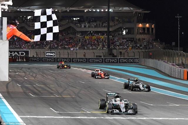 Nico Rosberg lên ngôi vương tại F1 2016 - 2