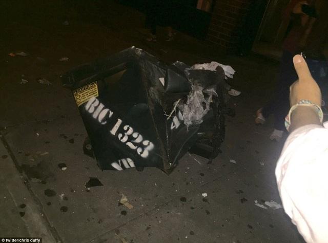 Vụ nổ xảy ra ở khu tập kết rác bên ngoài tòa nhà dịch vụ của Hiệp hội người mù và được cho là do một quả bom ống. (Ảnh: Dailymail)