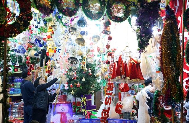 Ở đâu cũng có thể dễ dàng bắt gặp những câu chúc bình an như Merry Christmas, Happy New Year...