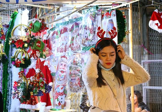 Cô gái lựa chọn bờm tuần lộc để hóa trang cho những bức ảnh dịp Noel của mình