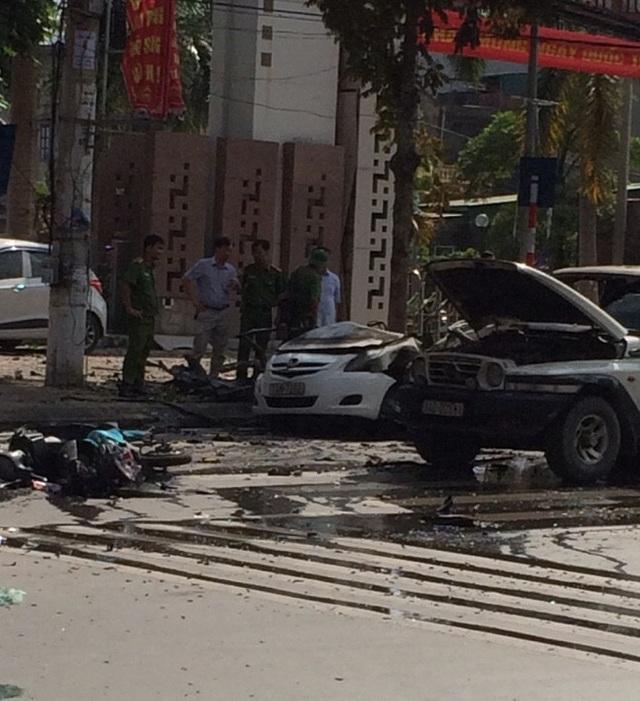 Hiện trường vụ nổ taxi