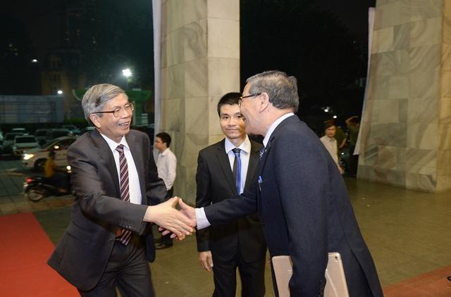 Giáo sư - Viện sĩ - Tiến sĩ Khoa học Đặng Vũ Minh - Nguyên Ủy viên Trung ương Đảng, Chủ tịch Liên hiệp Các hội Khoa học và Kỹ thuật Việt Nam - đến dự lễ trao giải.