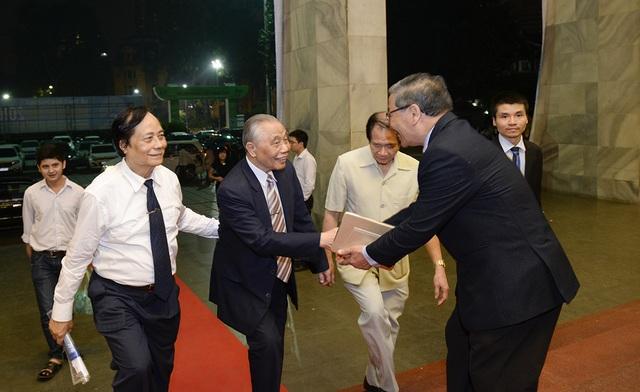 Nguyên Ủy viên Bộ Chính trị, nguyên Phó Thủ tướng Chính phủ, Chủ tịch danh dự Hội Khuyến học Việt Nam Nguyễn Mạnh Cầm tới tham dự lễ trao giải.