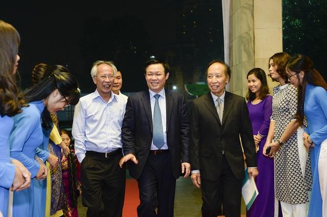 GS. TS. Vương Đình Huệ - Ủy viên Bộ Chính trị, Phó Thủ tướng Chính phủ - tới dự lễ trao giải.