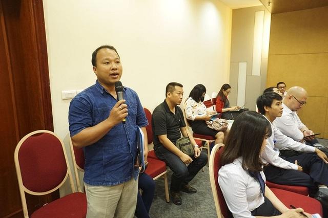 Rất nhiều phóng viên đặt câu hỏi cho Ban tổ chức Giải thưởng Nhân tài Đất Việt 2016.