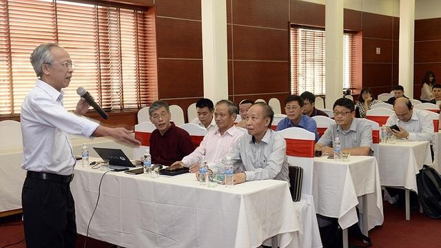 Hội đồng chấm thi Chung khảo và Ban tổ chức Giải thưởng NTĐV họp bàn trước khi diễn ra công tác chấm thi chính thức.