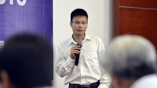 Đại diện cho nhóm tác giả của sản phẩm sàn giao dịch thương mại điện tử bảo vệ trước Hội đồng chấm Chung khảo