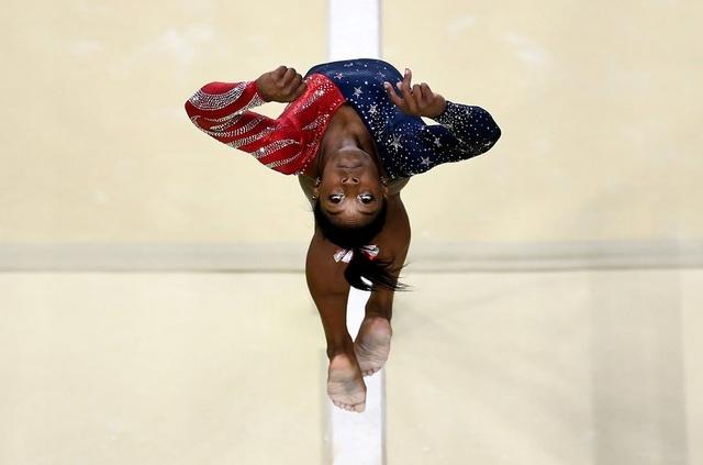 Vận động viên Mỹ Simone Biles tranh tài tại Olympic Rio 2016, nơi cô giành 5 huy chương vàng. (Ảnh: Getty)