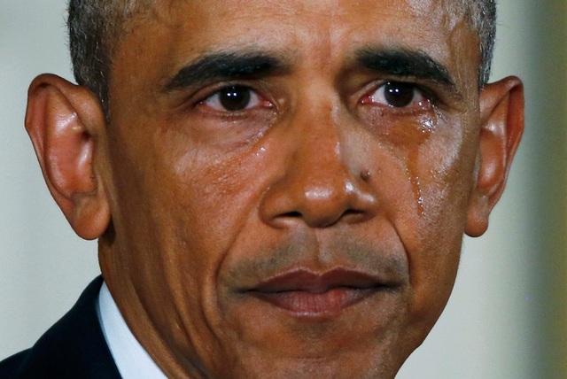 Tổng thống Mỹ Barack Obama khóc khi nói về các nỗ lực mà chính quyền của ông đang thực hiện nhằm giảm vấn nạn bạo lực do súng đạn. (Ảnh: Reuters)