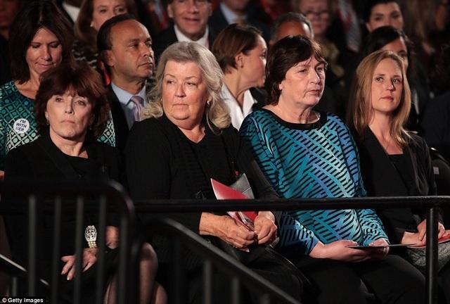 Trump mời các phụ nữ tố cáo ông Clinton quấy rối tình dục tới buổi tranh luận. (Ảnh: Getty)
