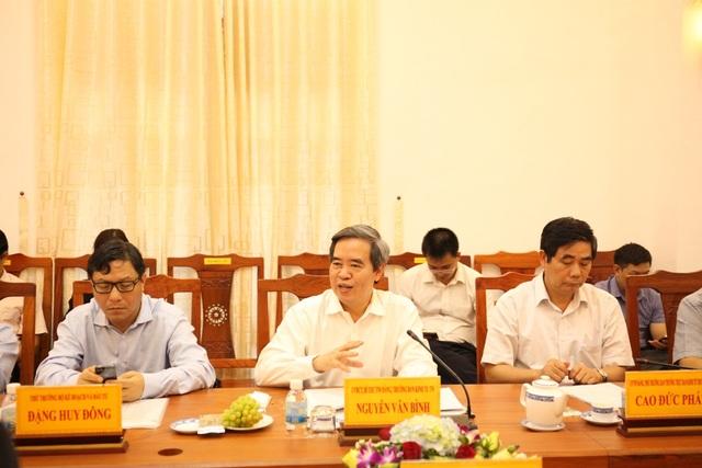 Ủy viên Bộ Chính trị, Trưởng Ban Kinh tế Trung ương Nguyễn Văn Bình phát biểu trong buổi làm việc tại tỉnh Ninh Thuận