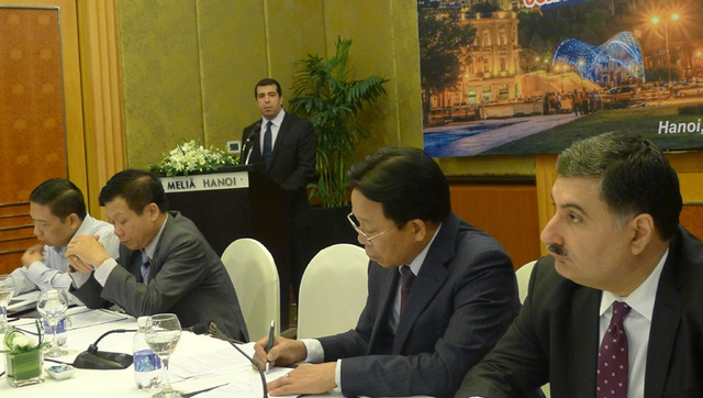 Đại sứ Anar Imanov phát biểu tại lễ kỷ niệm 25 năm khôi phục độc lập của Azerbaijan. (Ảnh: An Bình)