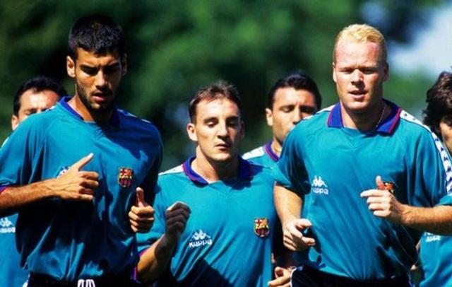 Guardiola (trái) và Koeman (phải) thời còn khoác áo Barcelona