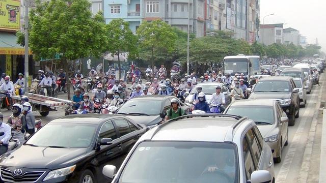 Hơn 7h sáng nay (ngày 5/9) các tuyến đường vành đai của Hà Nội bị ùn tắc kéo dài