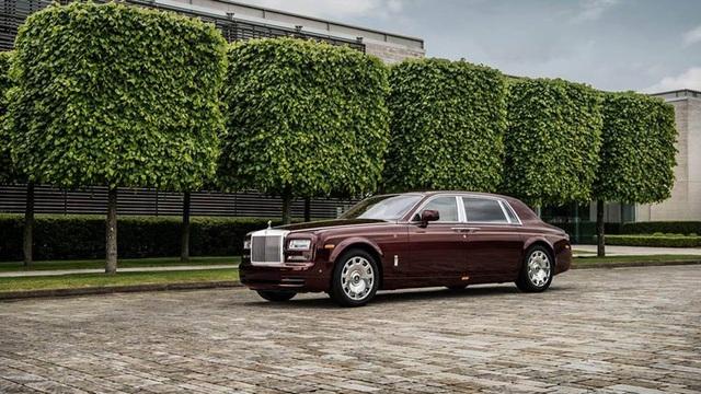 Chiếc Rolls-Royce siêu sang hàng thửa màu đỏ Madeira thứ 3 của Việt Nam đang được hoàn thiện nốt tại đại bản doanh của RR tại Goodwood.
