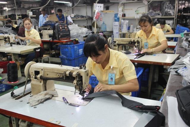 Công nhân may nên được nghỉ hưu trước tuổi Ảnh: Hồng Đào
