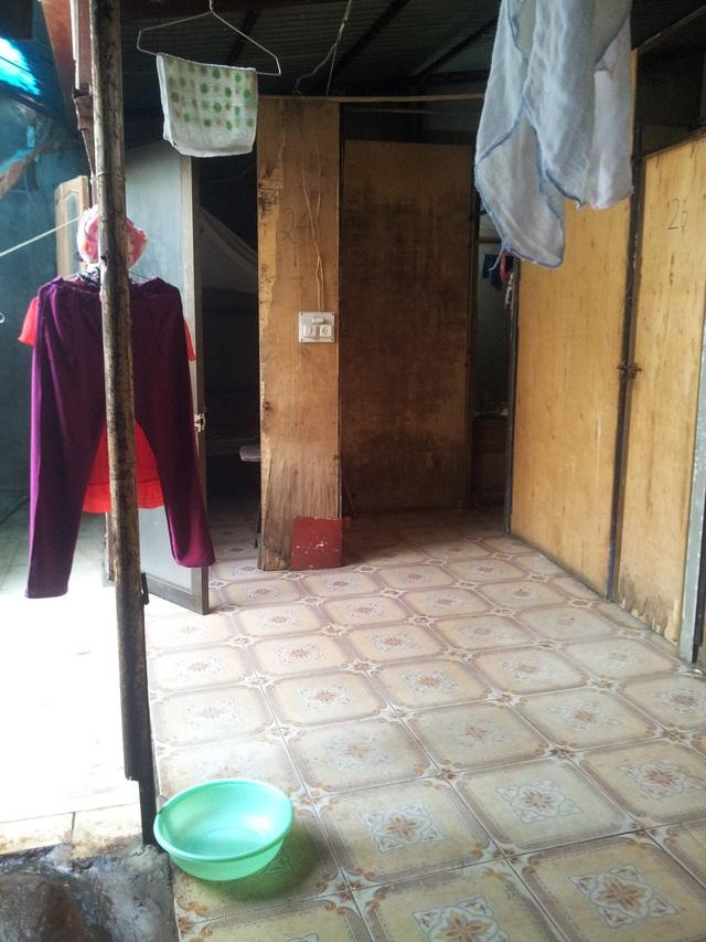 Cảnh nhà trọ xuống cấp, nhếch nhác tại khu vực Đê La Thành, Hà Nội