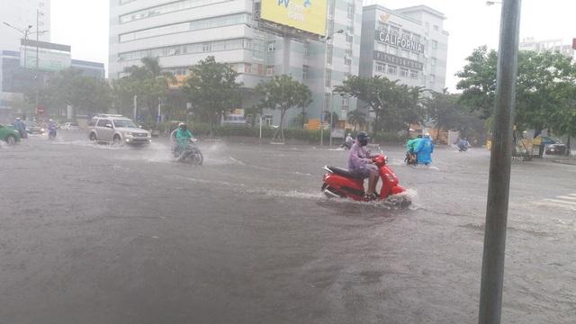 Do ảnh hưởng của áp thấp nhiệt đới nên tại Đà Nẵng có mưa lớn