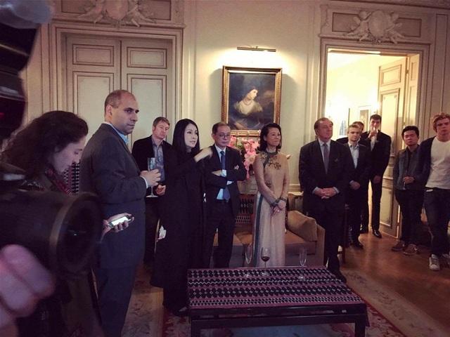 Những quan khách Pháp - Việt đến chúc mừng Đại sứ du lịch Anoa nhân ngày giới thiệu Alliance Maison Vietnam tại Paris.