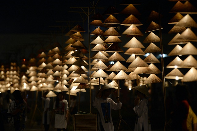 Duyên dáng hình ảnh tà áo truyền thống Việt trong đêm khai mạc - 19